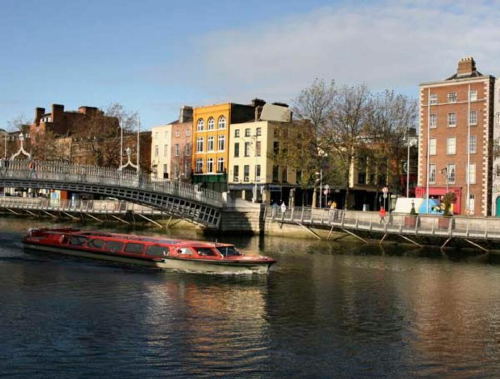 Nå er Ha'penny Bridge på plass i den irske hovedstaden Dublin. Foto: Hotels.com