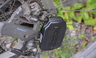 IKKE IDEELT: Det eneste stedet magneten fungerte på sykkelen vår var på bremseskiven. Borrelås under rammen er trolig et bedre alternativ.