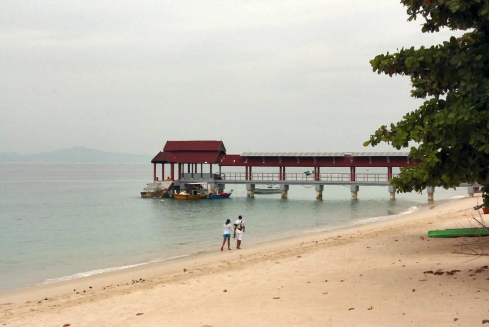 Lange hvite sandstrender omkranset av palmer karakteriserer øyene på Malaysias østkyst. Her fra Kapas Island. Foto: Stine Okkelmo