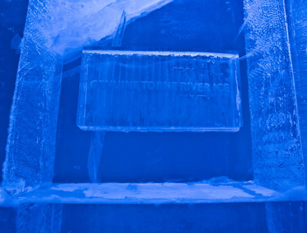 Isen hentes fra Torneelven, som faktisk opprinnelig kommer fra Norge. Den hentes opp i mars, når den er blitt omtrent én meter tykk, etter flere måneder med stive kuldegrader og null sol. Foto: Per Ervland