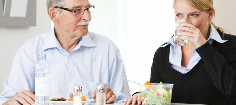 Maten til eldre må være mer næringsrik enn i ung alder, ifølge norsk professor.  Foto: .comm