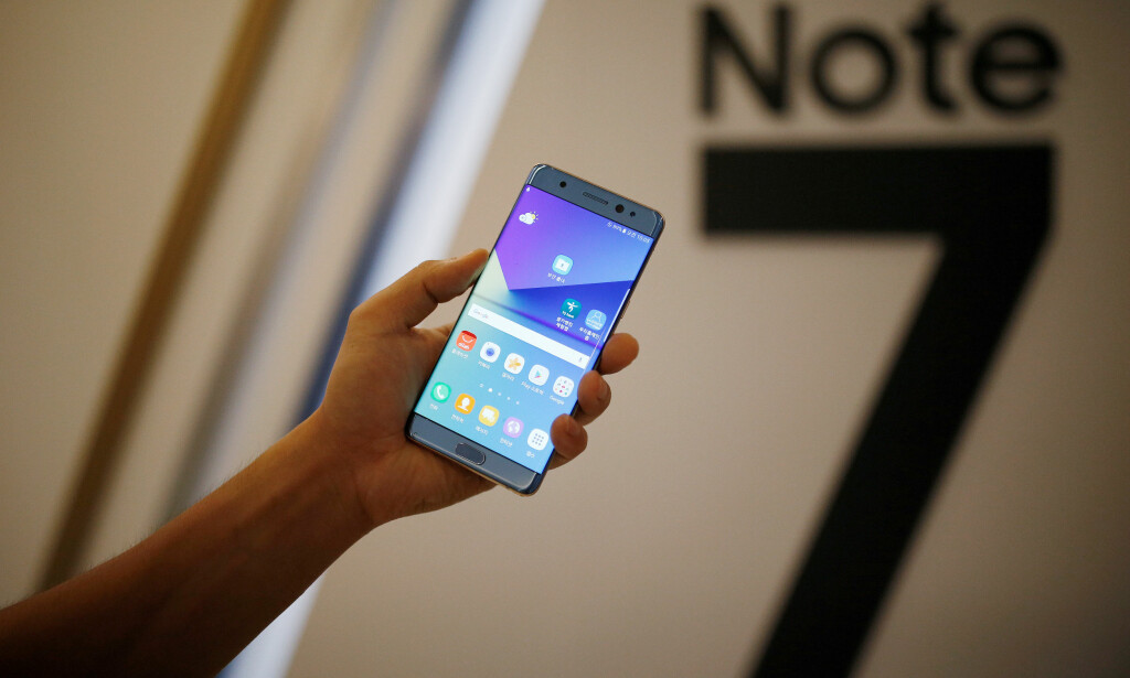 FLAGGSKIP NEDE FOR TELLING: Samsung Galaxy Note 7 ble lansert 11. august, og er regnet som det store flaggskipet fra mobilgiganten. Nå ber Samsung deg skru av mobilen inntil videre. Foto: REUTERS/Kim Hong-Ji/File Photo