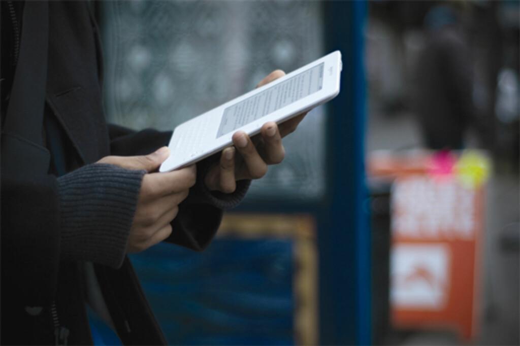 I FARTA: Kindle er ment å være reisevennlig. Med plass til rundt 1500 bøker har du litt å velge mellom på for eksempel ferie.