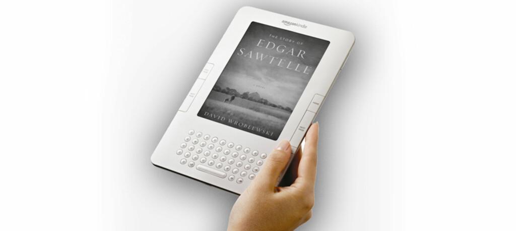 """<B>SLIK SER DEN UT:</B> Kindle har en seks stommer stor skjerm som bruker såkalt """"elektronisk blekk"""" for å vise innholdet i bøker og aviser. Nå kan den også bestilles til Norge."""