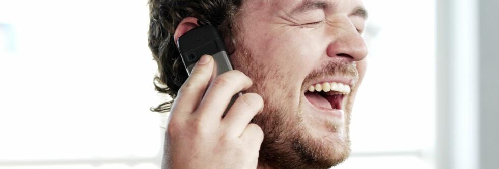 Folk har store vansker med å foreta seg de enkleste ting når de går og snakker i telefonen. Foto: Colourbox