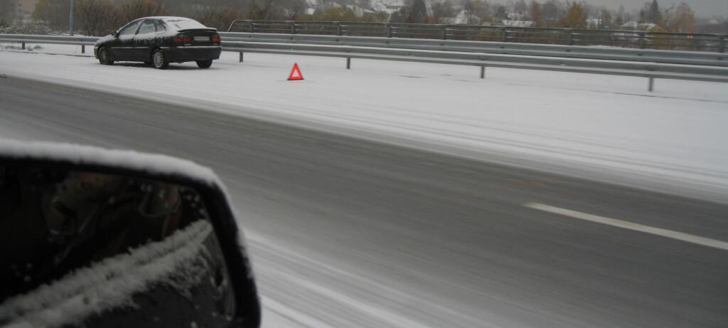 Den første snøen kommer ofte urovekkende overraskende på mange bilister. Her fra det første snøfallet i Oslo i fjor vinter. Foto: Karoline Brubæk