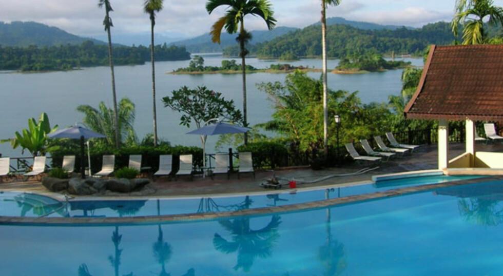 Bassengområdet er et av hotellets store pluss. Foto: Lake Kenyir Resort & Spa