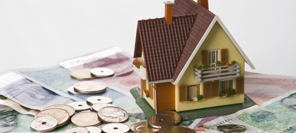 Har boligen din steget mye i verdi kan du kanskje forhandle frem en bedre rente på lånet ditt. Bor du i en kommune med eiendomsskatt, kan det imidlertid bli dyrt, dersom de tar hensyn til prisutviklingen. Foto: COLOURBOX