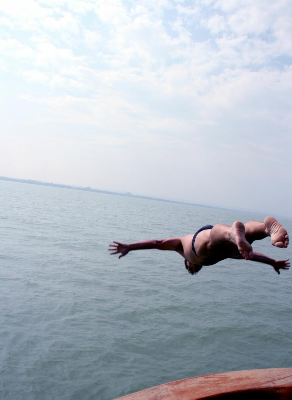En deilig dukkert i Balaton-elven er ikke å forakte. Deilig, rent ferskvann. Foto: Kim Jansson