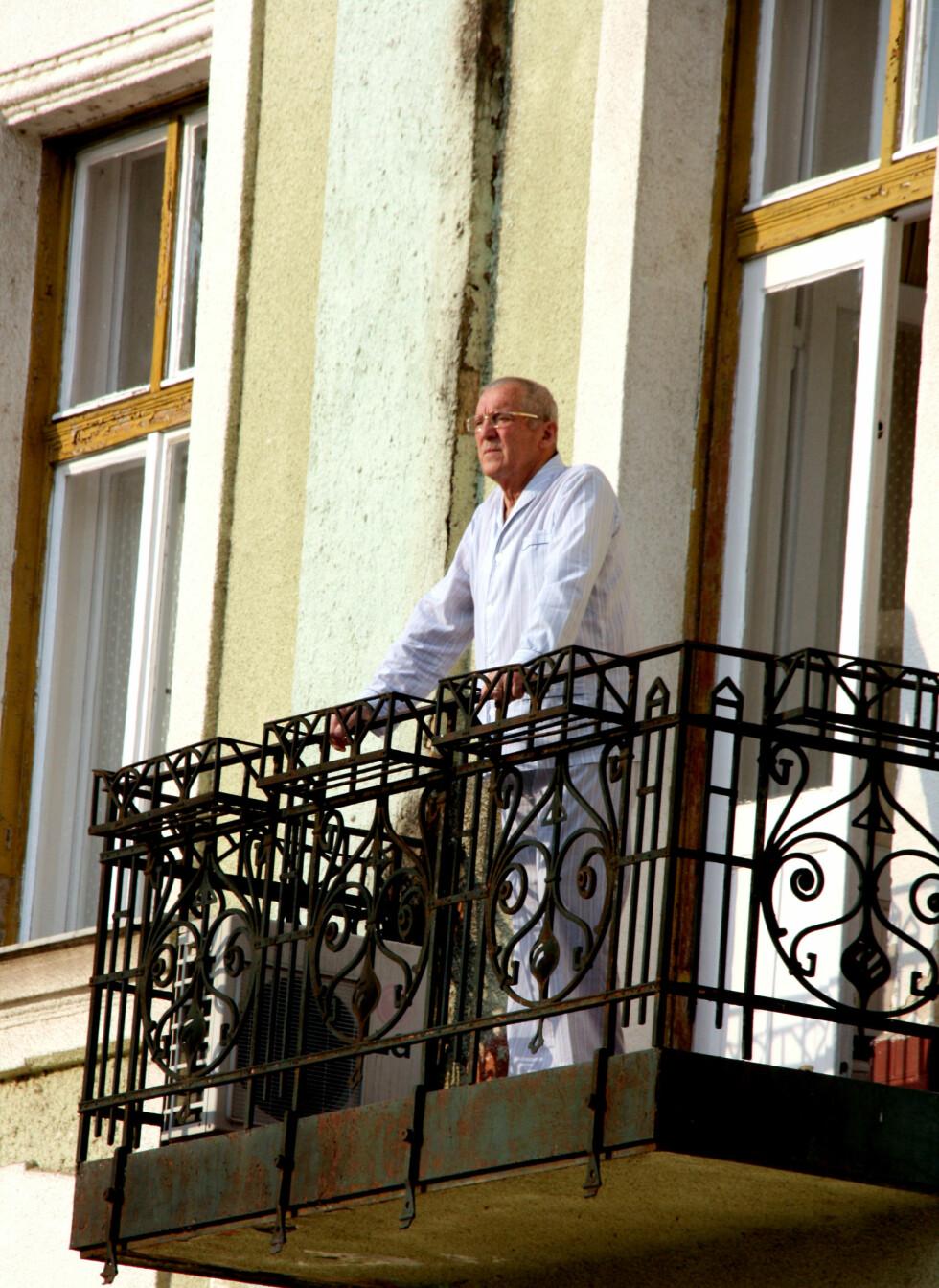 Ungarske myndigheter anerkjenner at Balantonvannet faktisk er helfremmede. Denne mannen tilbringer tiden på et av landets sykehus, i de fredfulle omgivelsene rundt Balaton.