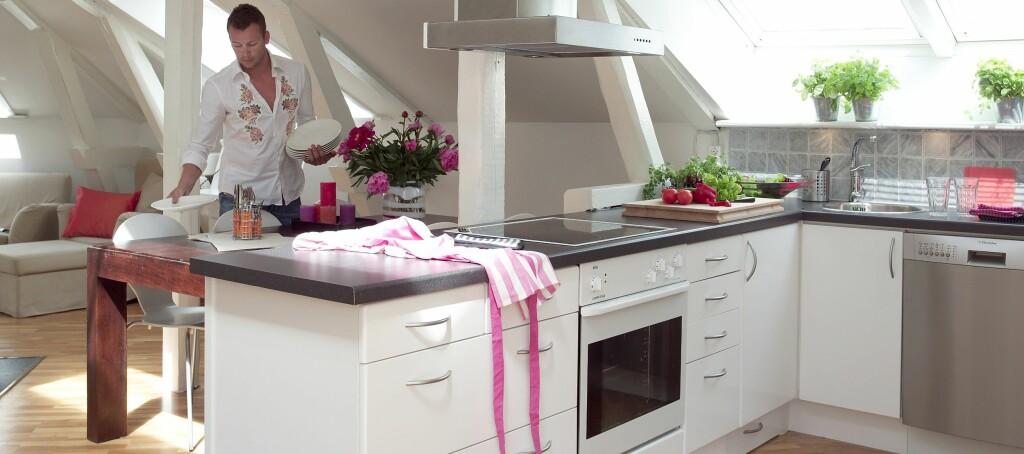 Er dette ditt neste kjøkken? Eller er du lei det hvite og ønsker å sette litt mer farge på hverdagen? Foto: Jan Larsen/ifi.no