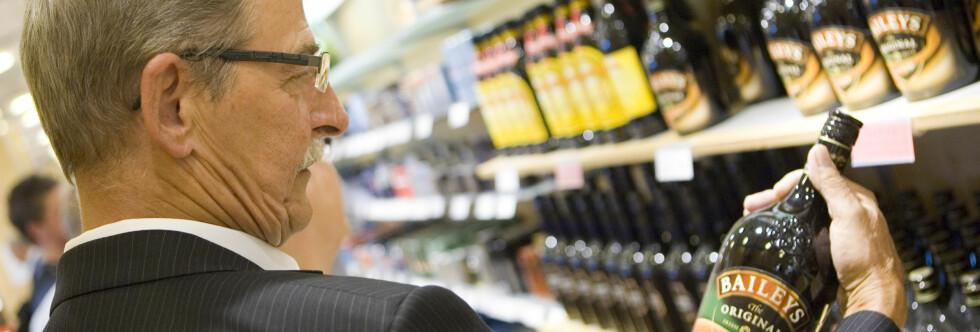Det er mye å spare på å handle alkohol på taxfree-butikken. Foto: COLOURBOX