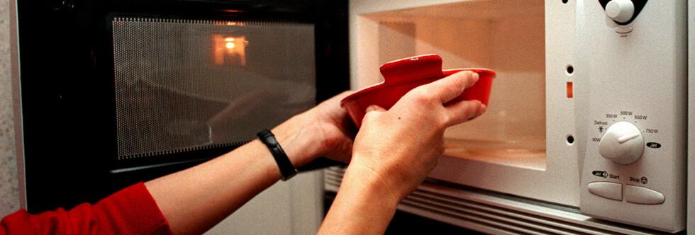 RIKTIG BEHOLDER? Enkelte materialer kan avgi skadelige stoffer til maten eller hindre at den blir tilstrekkelig oppvarmet. Foto: Illustrasjonsbilde Colourbox.com