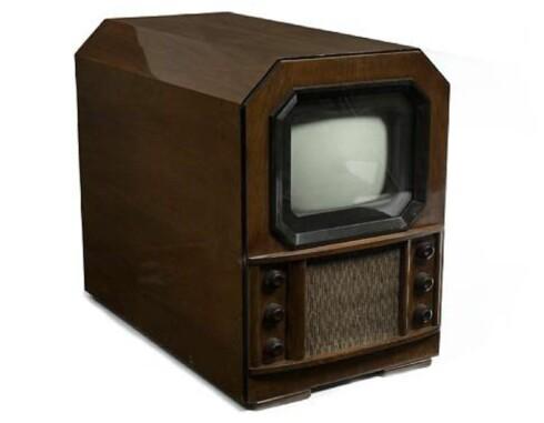 Cossor tv, type 437T bordmodell fra 1937. Prisantydning på opptil 18.693 norske kroner. Foto: Bonhams