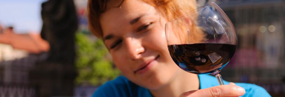 Glad i vin? Og ferie? Da er jo saken biff - med bourdeaux... Foto: Adam Brokes