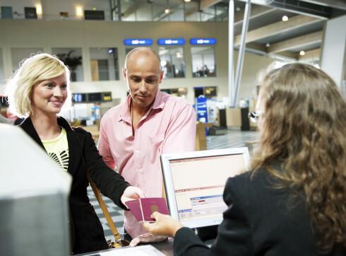 Det kan oppstå problemer dersom navnet i passet ditt ikke er likt det som står på flybilletten. Foto: Colourbox