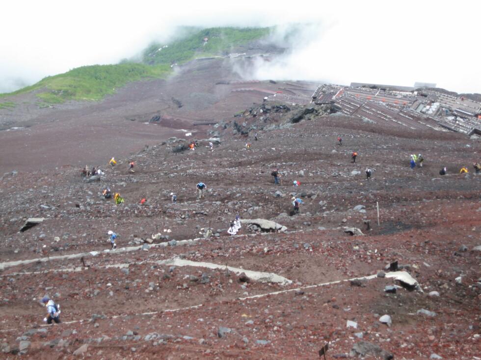 En hær av selvoppoftelse 300.000 mennesker forsøker seg hvert år på å bestige Fuji.