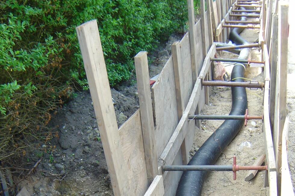 Enkelt, men effektivt: Her installeres fjernvarmeanlegg i en hageforening i Danmark. Lisens Foto: © www.mysona.dk