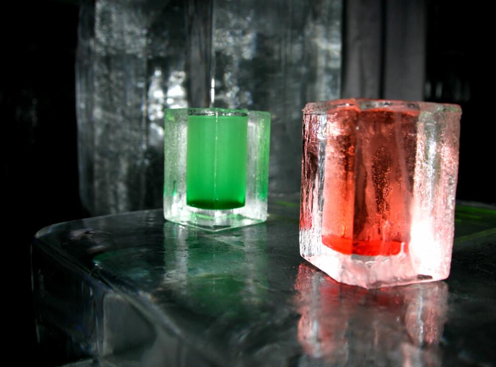 Til og med glassene er laget av is. Foto: Kim Jansson