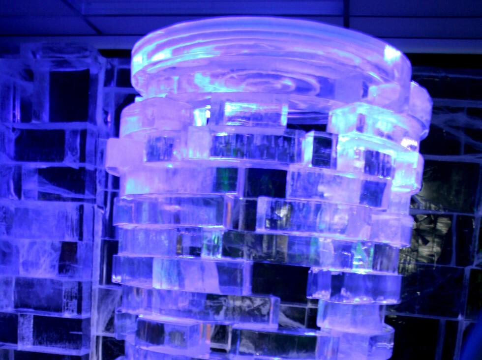 I København er isbaren smykket ut med isskulpturer.