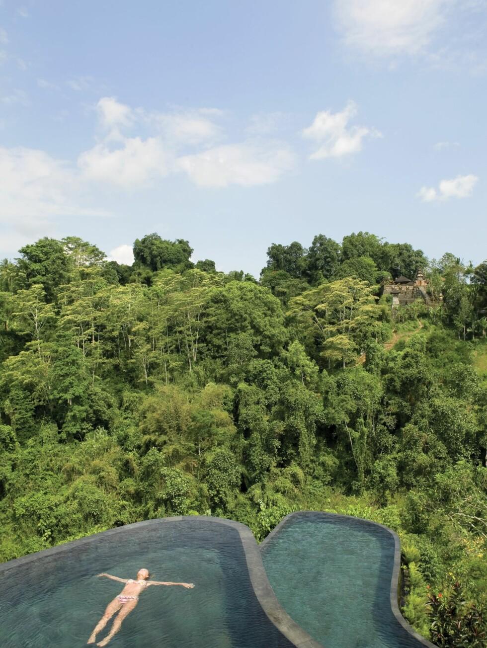 På Ubud Hanging Gardens på Bali ligger flere bassenger over hverandre i terrasser - som hengende hager. Foto: Ubud Hanging Gardens