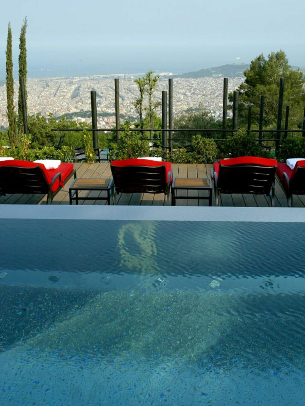 Utsikt fra bassengkanten på Gran Hotel La Florida i Barcelona. Foto: Gran Hotel La Florida