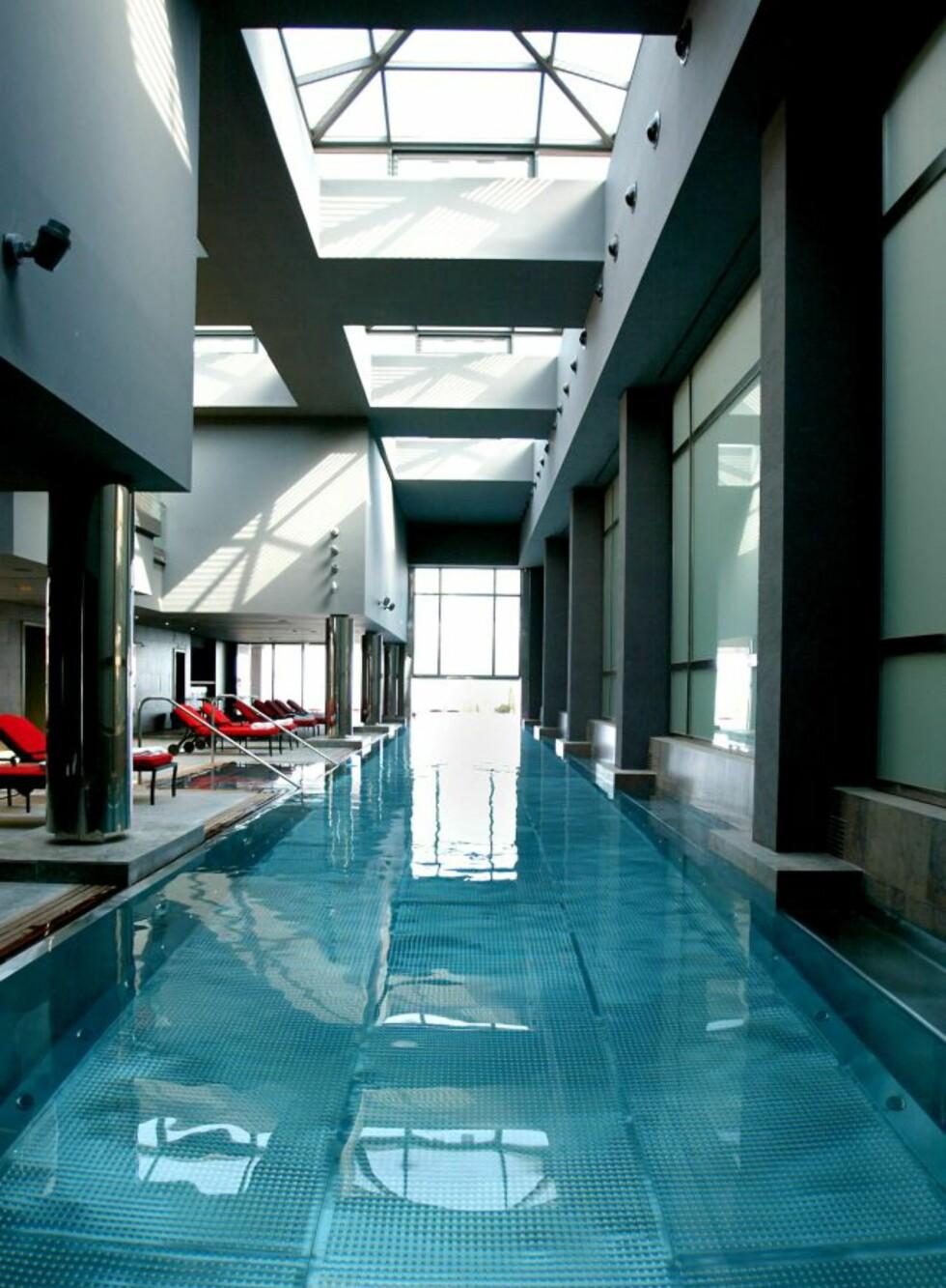 Bassenget på Gran Hotel La Florida i Barcelona er 47 meter langt og laget av kun metall. Foto: Gran Hotel La Florida