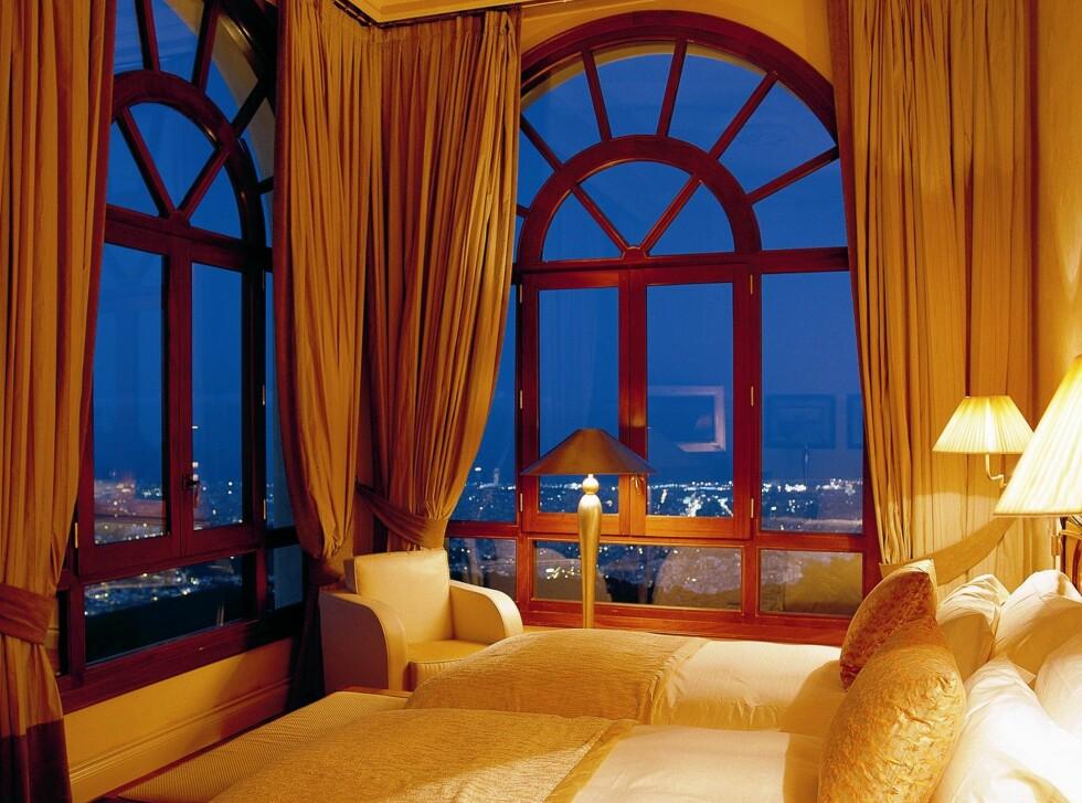 Ikke noe å si på denne utsikten fra sengen på Gran Hotel La Florida i Barcelona. Du ka få dobbeltrom på hotellet for fra 145 pund per natt i slutten av september - eller 1431 norske kroner. Foto: Gran Hotel La Florida