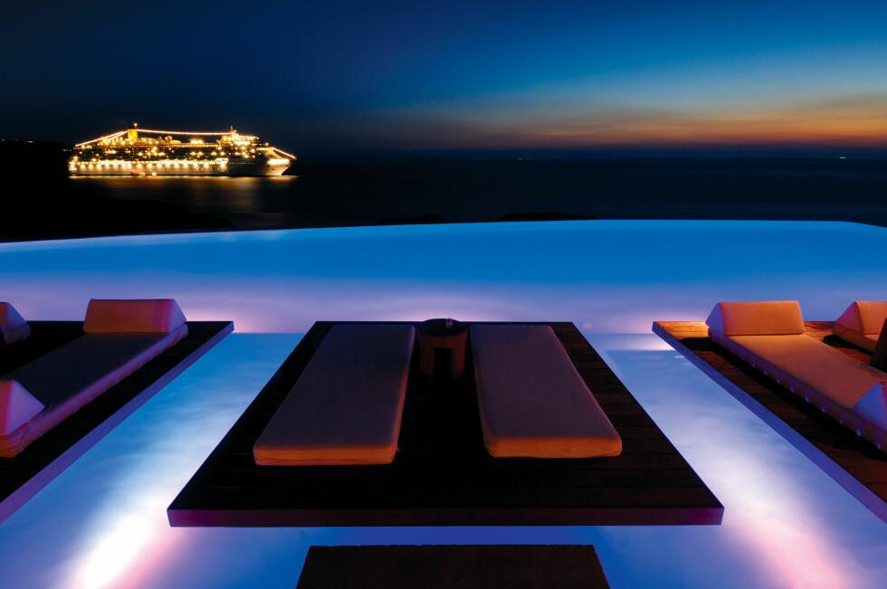 Hva med et en kveldsdukkert på Hotel Cavo Tagoo? Foto: Hotel Cavo Tagoo