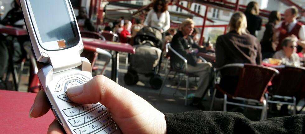 Det kan være mye penger å spare på å skifte mobilabonnement. Foto: Colourbox.com