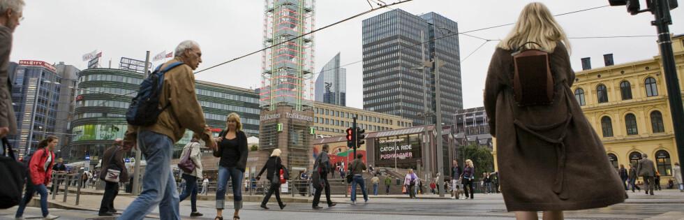 Oslo S er gjerne det første møtet turistene får med Oslo - og de liker ikke området noe særlig. Foto: Per Ervland