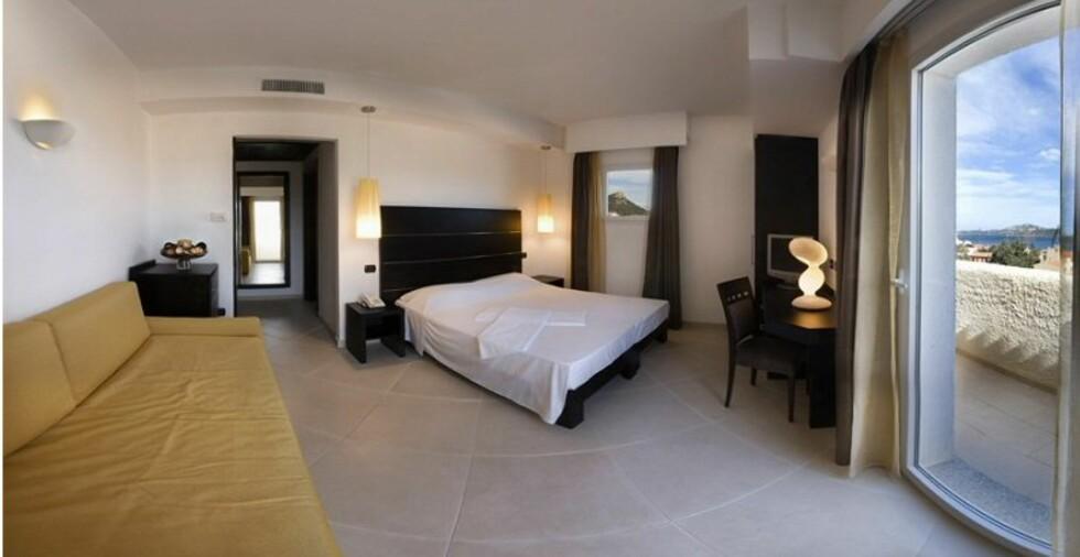 Enkle og lyse rom, med forholdsvis store bad. Foto: Hotel Baja
