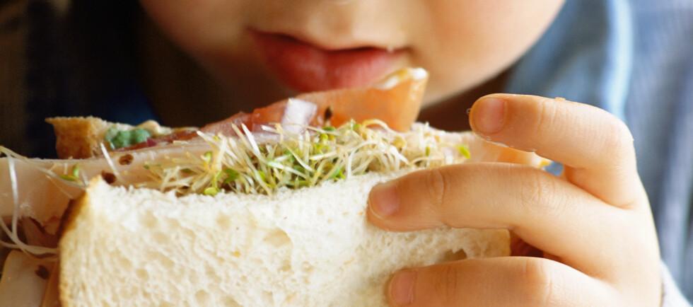 Bruk grovt brød! Det er mye sunnere enn hvitt brød.  Foto: Colourbox.com