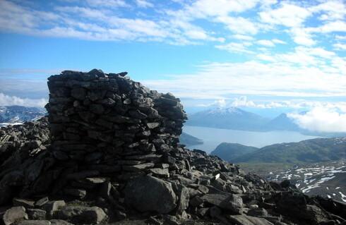 Utsikt fra toppen av Tromsdalstinden. Foto: Wikipedia