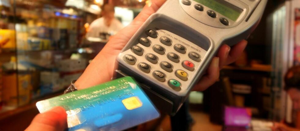 Flere nordmenn har opplevd at kortet blir kopiert på ferie i utlandet.  Foto: Colourbox.com