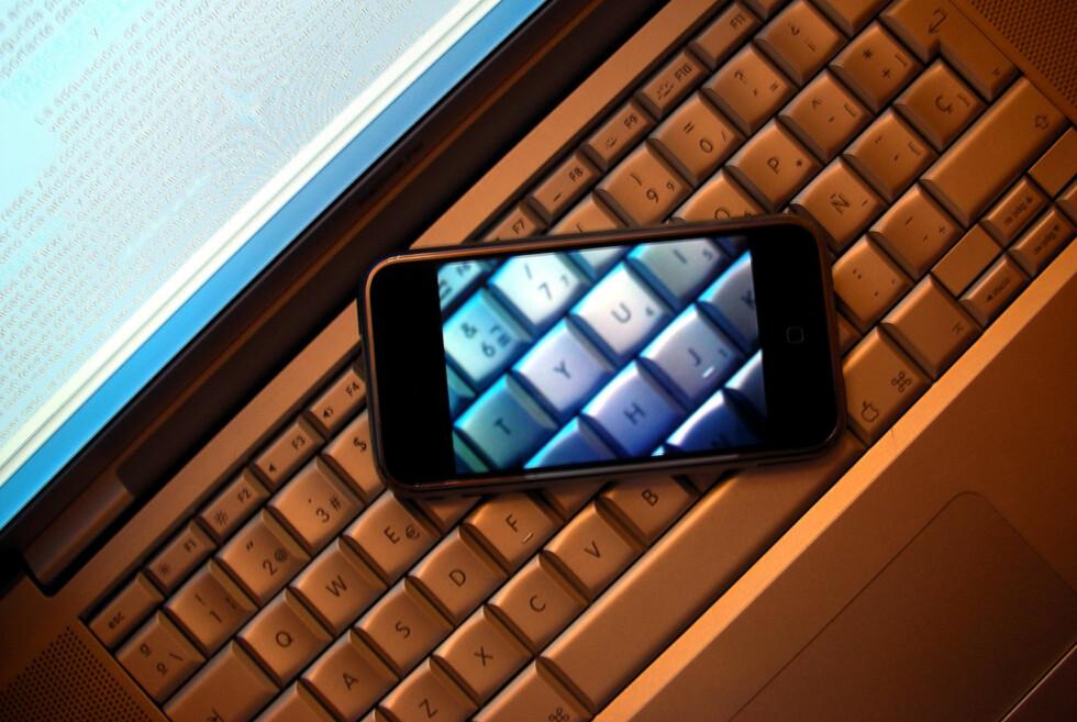 """//www.flickr.com/photos/16189770@N00/1526393678"""">""""iPhone transparent screen"""" - Enrique Dans, creative commons"""