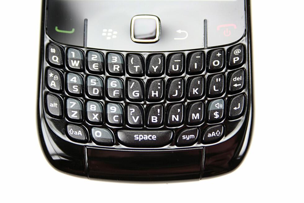 HARD PAKKE: Tastaturet på BlackBerry Curve 8520 er hardt, men likevel behagelig å skrive på.