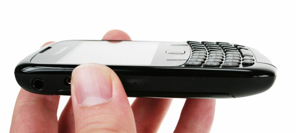 SÅ LITEN: BlackBerry Curve 8520 er ikke bare beskjeden når det kommer til størrelsen, også prisen skal bli overkommelig for de fleste.