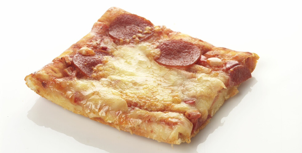 Mmmm, pizzaen som ble glemt på kjøkkenbenken kan virke ganske fristende for en fattig student med akutt behov for frokost... Men er det egentlig særlig smart å spise den? Foto: colouebox.com