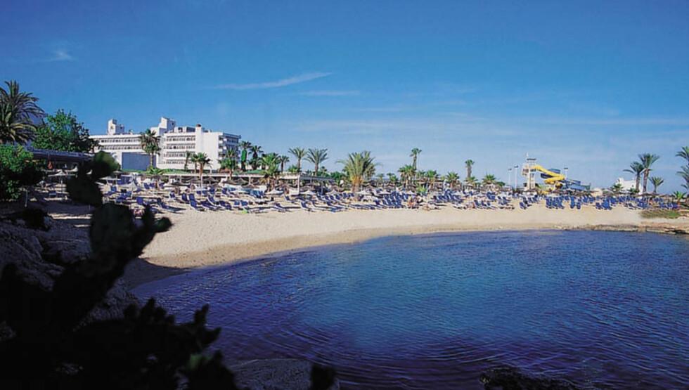 Hotellet ligger rett ved Nissi Beach, en av Kypros' fineste. Foto: Hans Kristian Krogh-Hanssen