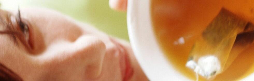 SUR TE? Enkelte typer urtete er surere enn appelsinjus, ifølge forskere.   Foto: colourbox.com