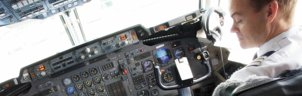 Dagens fly er svært automatiserte, og svært avhengige av kommunikasjon med bakken. Foto: Colourbox