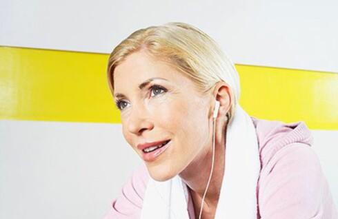 Musikk på øret under treningen kan ikke bare få deg til å prestere bedre - det styrker også hjernen.