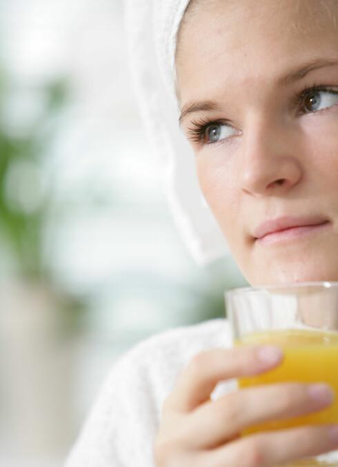 Et glass appelsinjuice gjør det lettere for kroppen din å ta opp jern fra andre kilder enn kjøtt. Foto: Colourbox.com