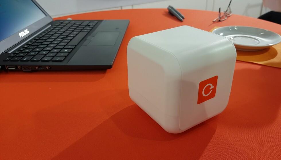 EBLOCKER KOBLES TIL RUTEREN: Med eBlocker koblet til nettverket, beskytter man alle enheter mot nettsporing. Foto: Pål Joakim Olsen