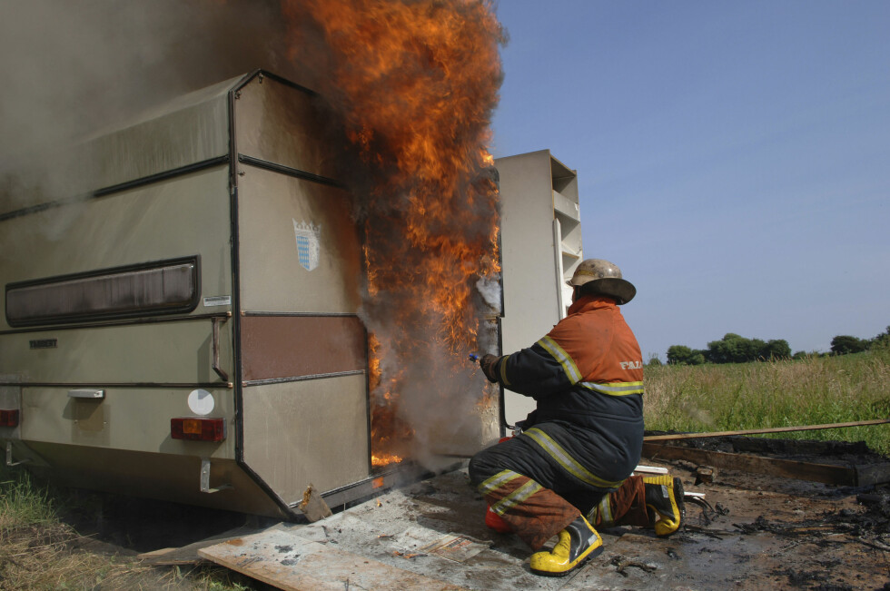 Campingvogner brenner uhyrlig fort. Foto: Colourbox.com