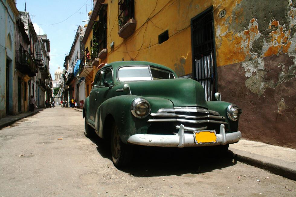 Cubanerne flest er nøye med å holde bilene i orden - de kanikke bare gå og kjøpe en ny, heller... Foto: Rasmus Andersen