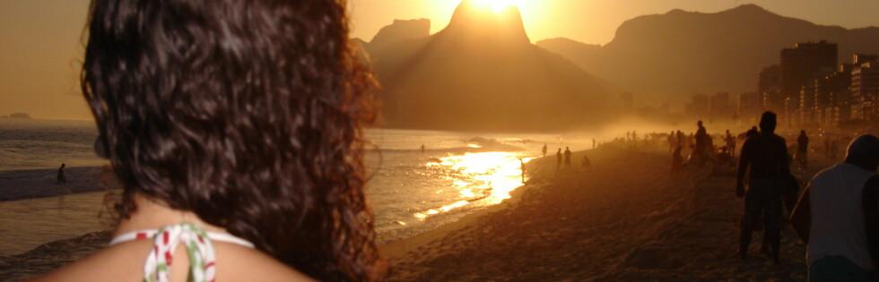 Vakre omgivelser, og vakre mennesker preger verdens mest sexy strand. Foto: Victor Santos