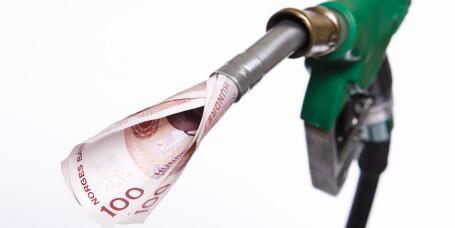 Oljeprisen faller - bensinprisen kommer etter