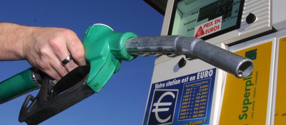 Dyrere bilferie enn i fjor, men om du velger riktig land slipper du likevel grisebillig. Her er drivstoffprisene. Foto: colourbox.com